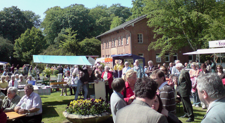 Volksfeststimmung im Gutspark Cadenberge